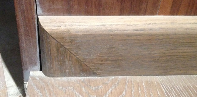 Торцевая заглушка для деревянного плинтуса